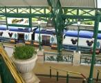 迪斯尼线连车厢都与众不同 / 2006-11-10 10:49