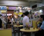 旺角某茶餐厅 - 服务员没有年青人,看来都是40岁以上大叔大婶 / 2005-05-15 21:18